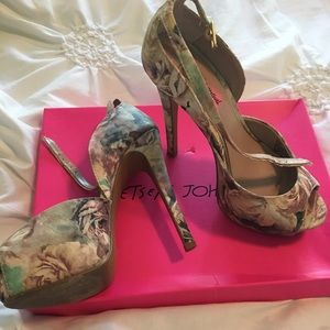 Betsey Johnson Heels Size 6.5
